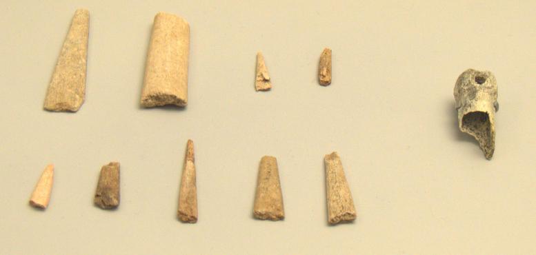 Museo Arqueologico_Auriñaciense_Azagayas y posible instrumento