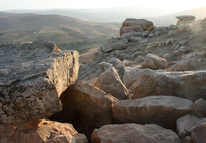 Jordania_Mutawwaq_2012_Tres dolmenes excavados_Juan Muñiz_Valentin Alvarez