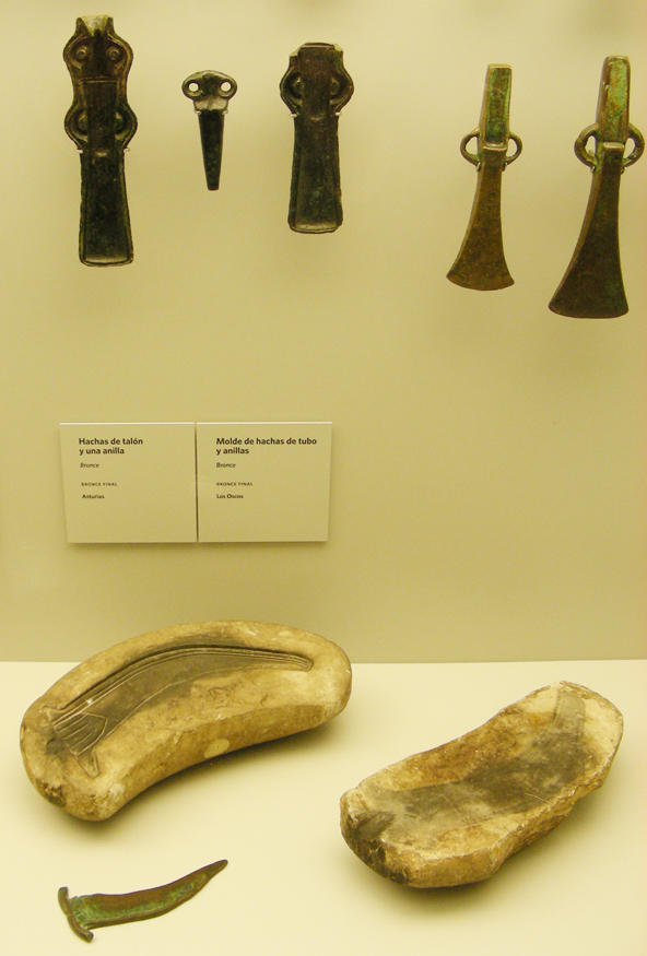 Museo Arqueologico Asturias_Moldes de hachas_Megalitismo Edad del Bronce_Carlos Marin Suarez_2013 05 10