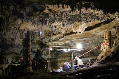 Cueva-de-Coimbre_Conferencia-2013-10-31_MAA_02.jpg