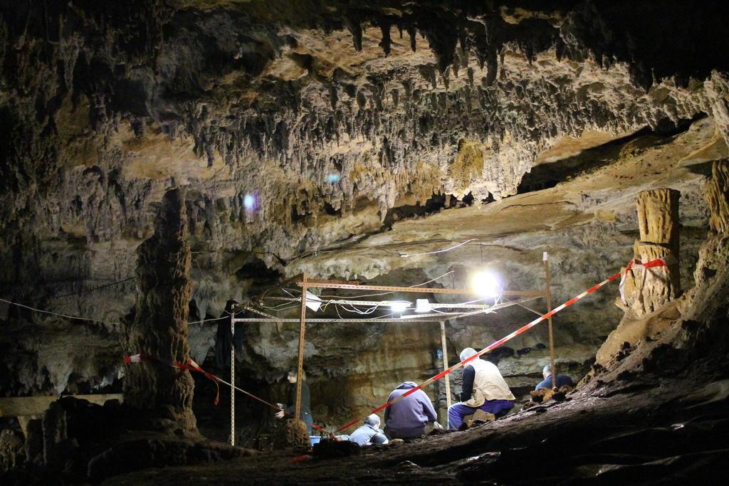 Cueva-de-Coimbre_Conferencia-2013-10-31_MAA_021.jpg