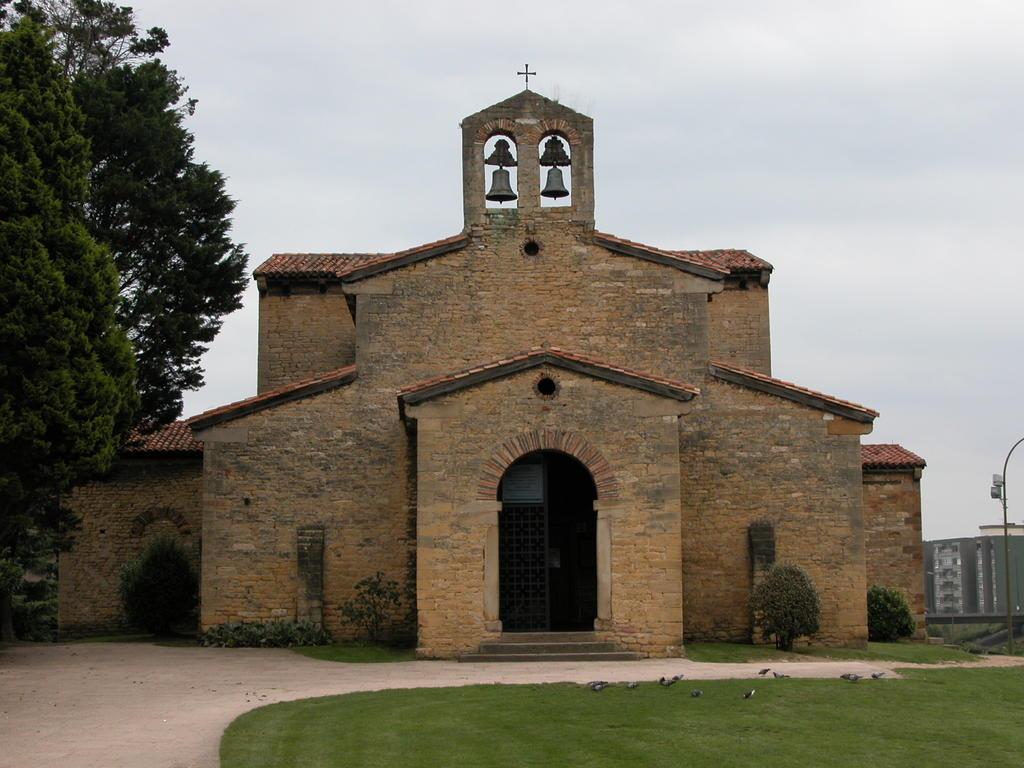Oviedo_San Julian de Los Prados_Santullano_01
