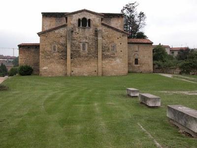 Oviedo_San-Julian-de-Los-Prados_Santullano_02.jpg