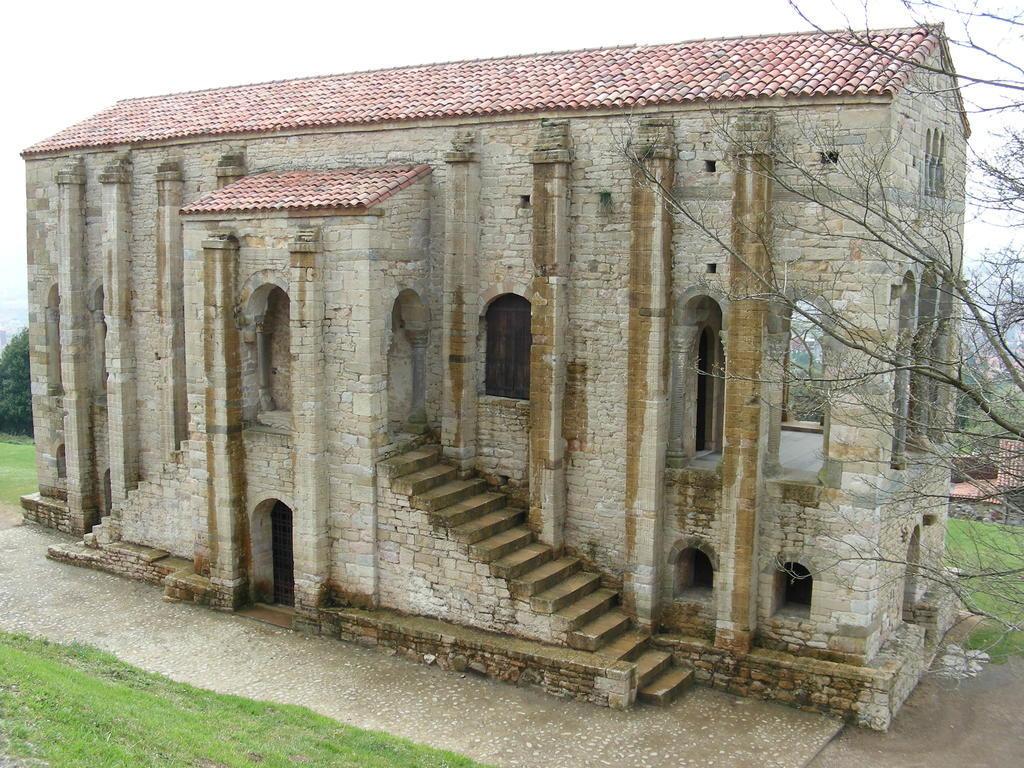 Oviedo_Santa Maria de Naranco_01