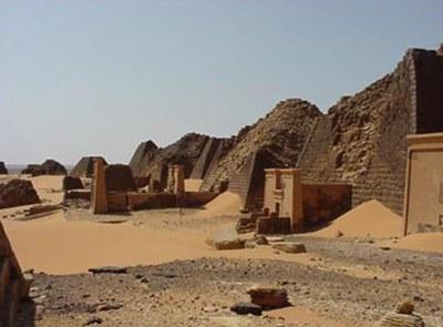 Mario-Menendez_Sudan_III_Jornadas_Arqueologia_Exterior_Oviedo_2015_02.jpg