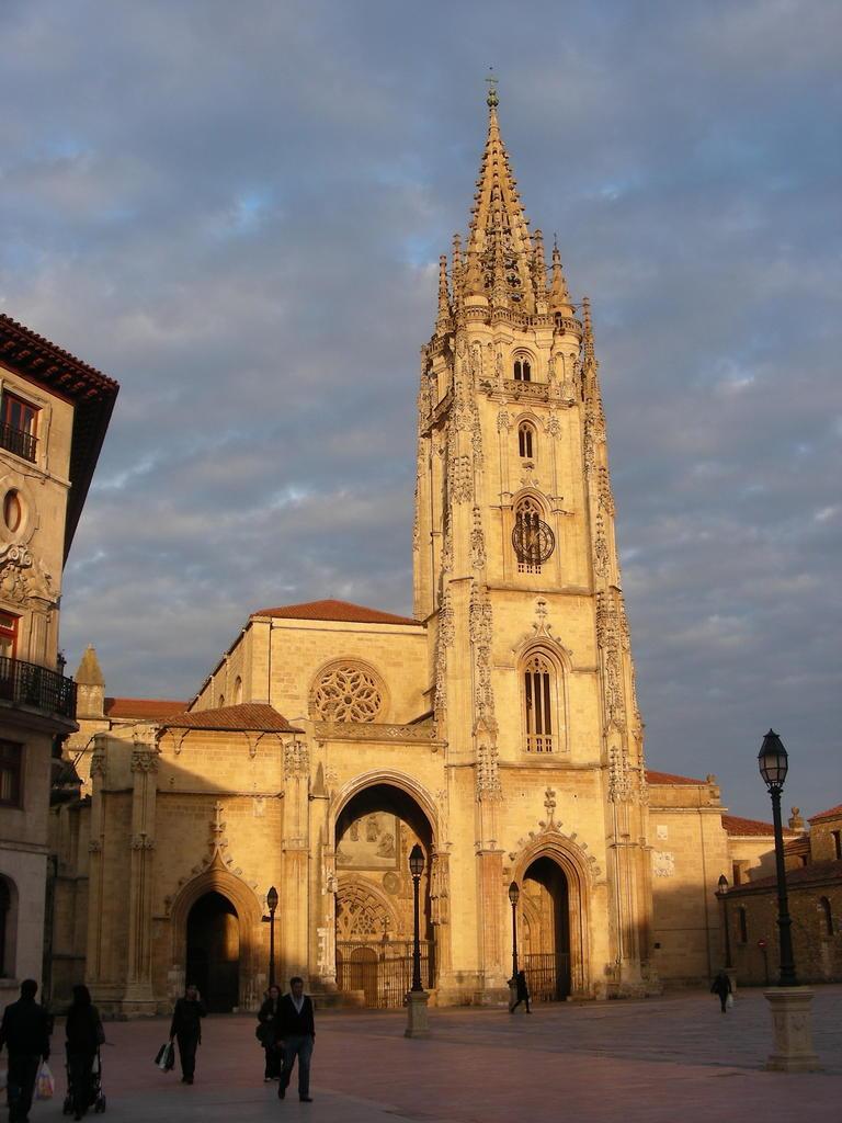 Catedral Oviedo_III Jornadas Arqueologia Medieval_2015