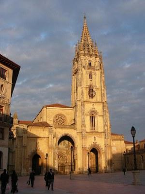 Catedral-Oviedo_III-Jornadas-Arqueologia-Medieval_2015.jpg