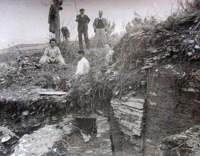 Coana_3_13_02_Caja_83735_11_1941-42_Coana_Buelta-con-Garcia-y-Bellido_Archivo-Comision-Monumentos-Asturias_MAA.jpg